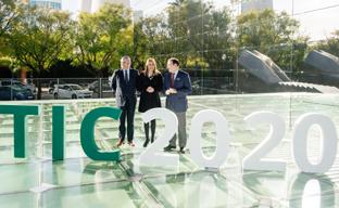 La presidenta de la Junta, Susana Díaz, presentó el Plan de Acción Empresa Digital (PAED) 2020, por el que la Junta destinará 30,3 millones en los próximos dos años para el impulso a la incorporación de las TIC en las pequeñas y medianas empresas andaluzas.