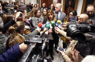 La presidenta visita la capilla ardiente del poeta cordobés Pablo García Baena