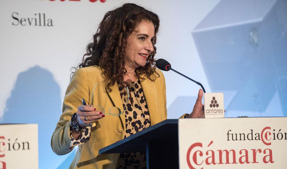 La consejera de Hacienda, María Jesús Montero, durante la conferencia en el Foro Fundación Cámara de Comercio de Sevilla.