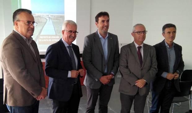 Jiménez Barrios destaca la importancia ambiental del proyecto cicloturista de la Ruta del Estrecho