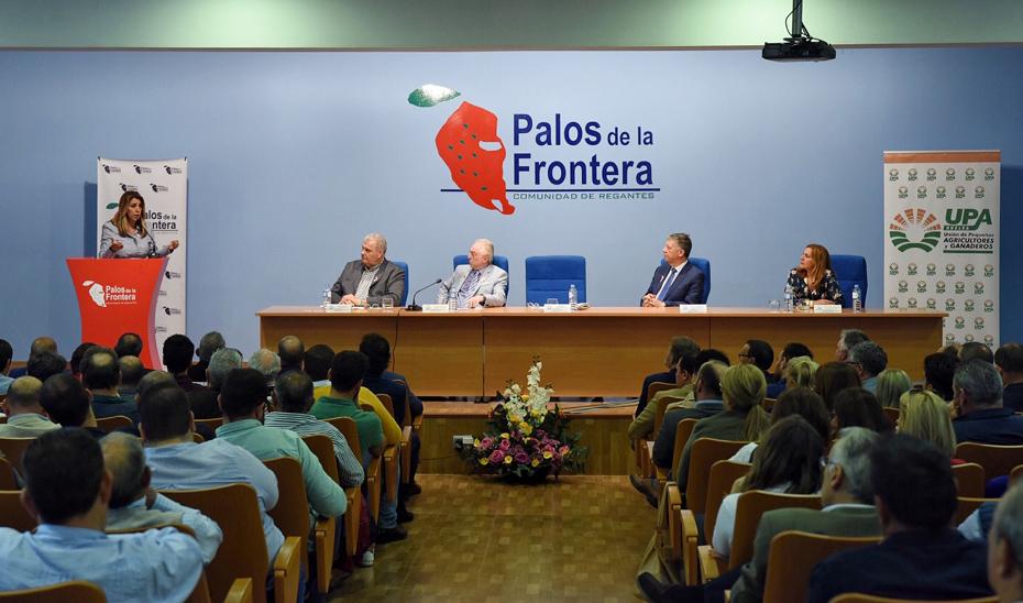 Intervención de la presidenta de la Junta en la Comunidad de Regantes de Palos de la Frontera.