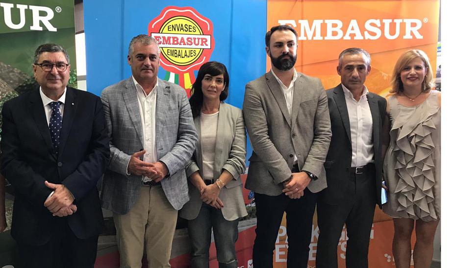Javier Carnero durante su visita a las empresas Embasur y Avomix en el Parque Tecnoalimentario Costa del Sol Axarquía de Vélez-Málaga.