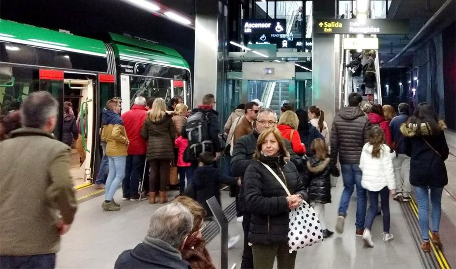 El mes de octubre se ha convertido en el que más ciudadanos han viajado en el metropolitano de Granada desde su inauguración.