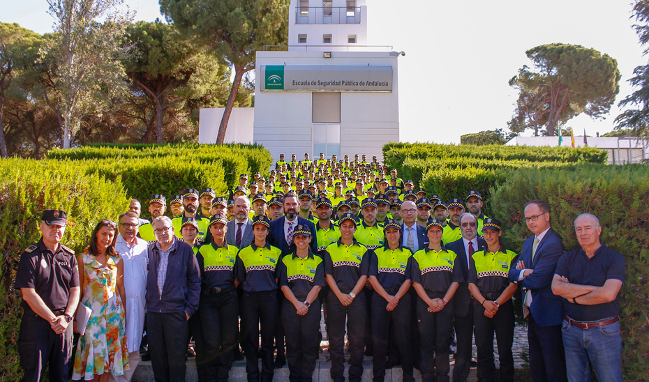 Los  nuevos agentes prestarán servicio en 50 ayuntamientos tras haber recibido 1.300 horas de formación.