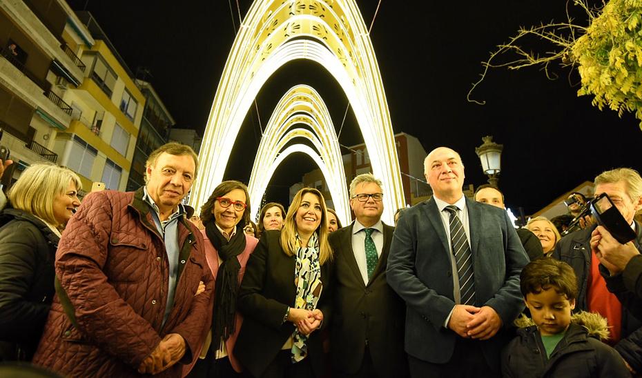 La presidenta de la Junta, tras el encendido del alumbrado navideño de Puente Genil (Córdoba).