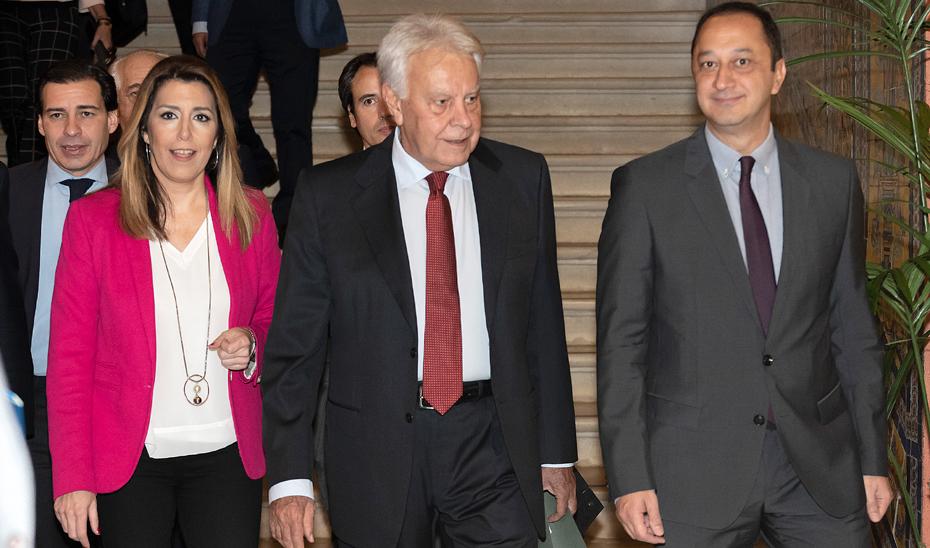 Susana Díaz asiste a la conferencia de Felipe González en los desayunos de Europa Press