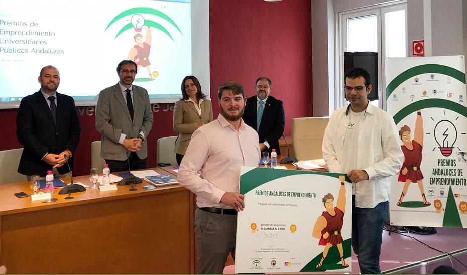 La Consejera de Conocimiento, Lina Gálvez, ha asistido a la entre de los Premios Emprendimiento Universitario en la Universidad de Jaén.