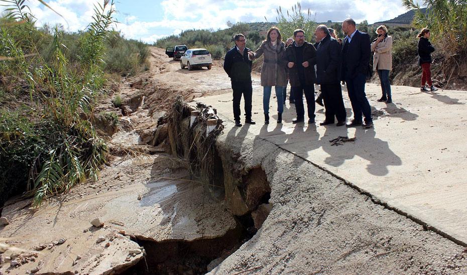 Sánchez Haro ha visitado en los municipios sevillanos de Osuna, Écija y El Rubio los caminos rurales dañados por el último temporal.