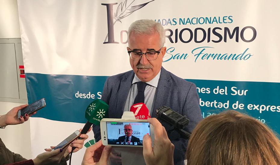 Jiménez Barrios ha participado en San Fernando (Cádiz), en las I Jornadas Nacionales de Periodismo, organizadas por Publicaciones del Sur.