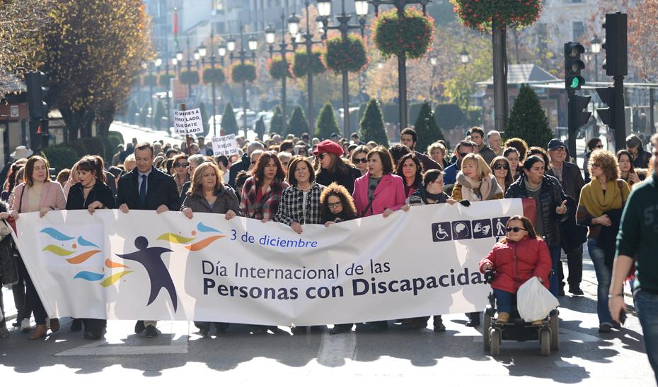 La consejera de Igualdad participa en la marcha de Fegradi por el Día internacional de las personas con discapacidad.