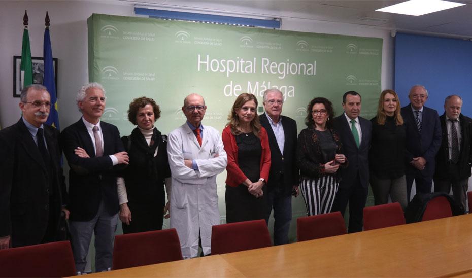 La consejera de Salud se reunió con el grupo de expertos que ha analizado la situación de la sanidad malagueña.