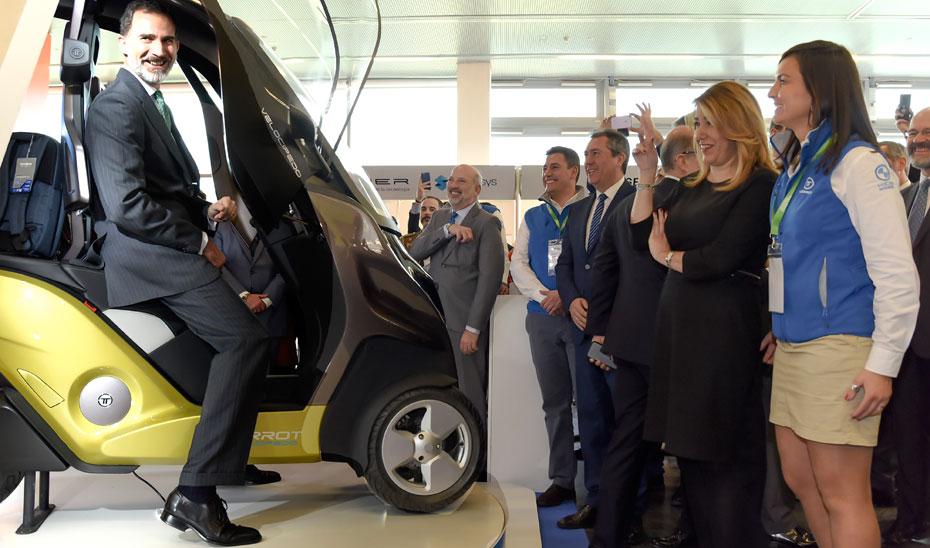 Susana Díaz, junto con el rey Felipe VI, durante su recorrido por Andalucía Digital Week.