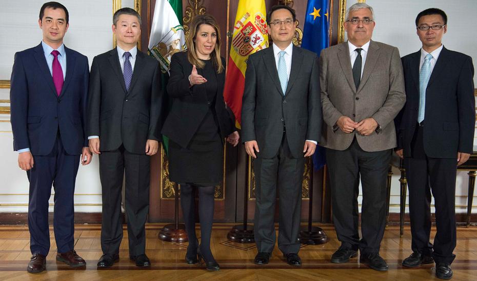 La presidenta de la Junta, Susana Díaz, recibió al embajador de China en España, Lyu Fan.