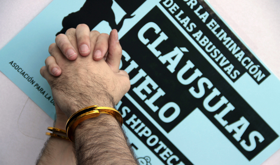 Entre los expedientes sancionadores más destacados de 2017 están los ocho que se han abierto a entidades financieras por la introducción de cláusulas abusivas en los contratos de préstamo hipotecario y por la falta de información en relación con las denominadas cláusulas suelo. (Archivo EFE)