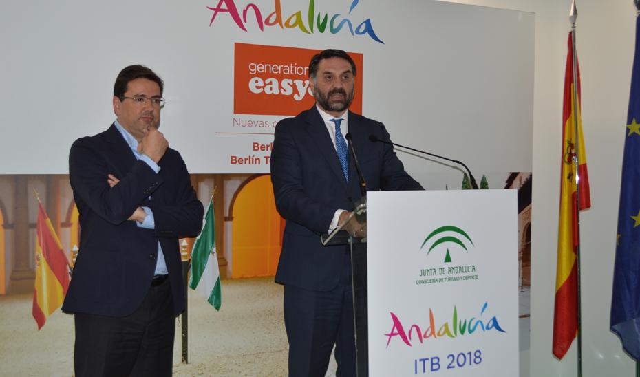 El consejero de Turismo y Deporte, Francisco Javier Fernández, en la feria ITB de Berlín, donde ha anunciado una colaboración con EasyJet por la que se reforzará la promoción de Andalucía en Alemania.