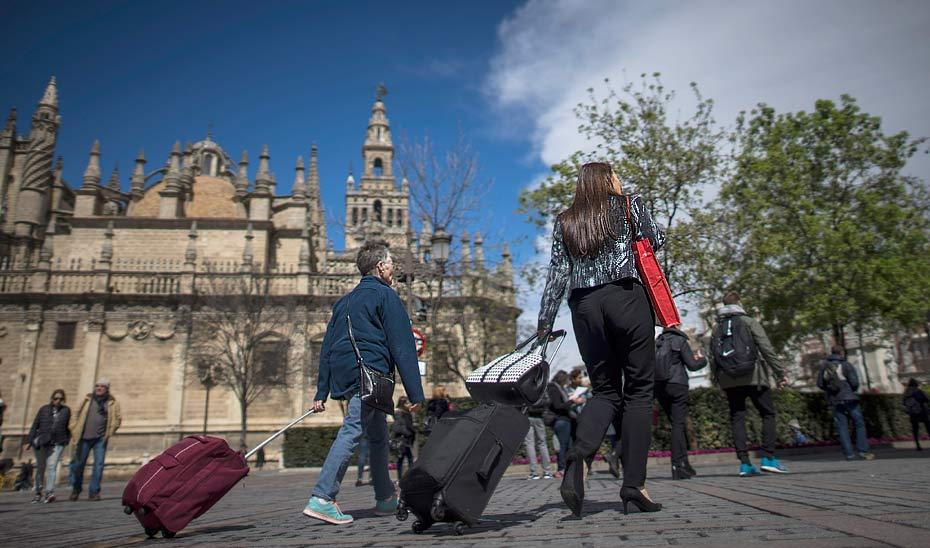 El gasto total de los turistas nacionales que llegaron a Andalucía ascendió el pasado año a 5.888 millones de euros.