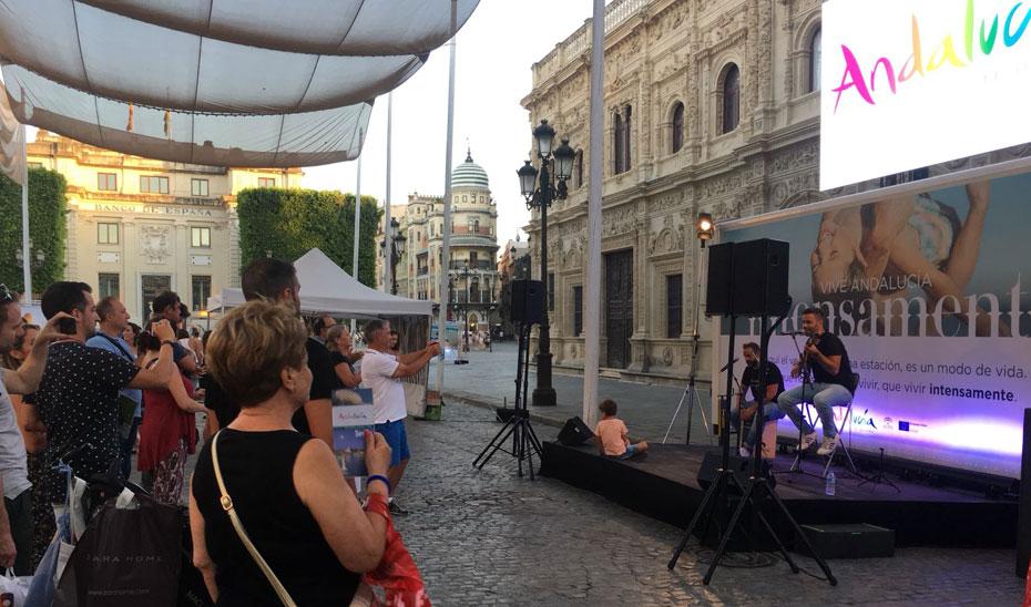 La campaña de promoción turística itinerante, a su paso por Sevilla.