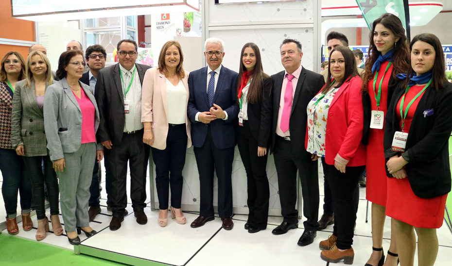 El vicepresidente Manuel Jiménez Barrios durante su visita a la XIV Feria Expolevante-Níjar.
