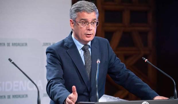 Blanco informa sobre los planes de emergencia para dos empresas de Málaga y Huévar del Aljarafe