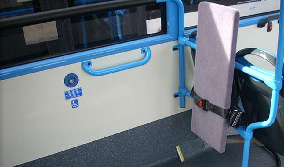 Los autobuses donde los pasajeros viajan de pie tendrán que reservar dos asientos y un espacio para sillas de ruedas.