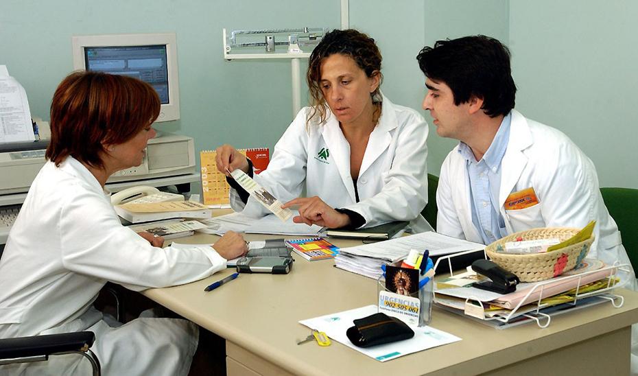 Los centros de atención primaria andaluces cuentan con 4.807 equipos asistenciales, compuestos por profesionales de Medicina y de Enfermería de referencia.
