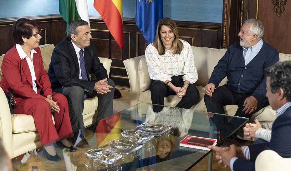 Díaz durante su reunión con la directiva de FOAM, entidad formada por 450 asociaciones y 350.000 personas asociadas.