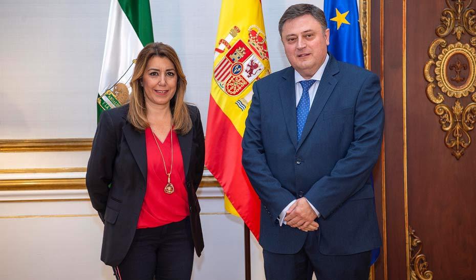 Susana Díaz durante su encuentro con el responsable de Telefónica en el Territorio Sur, Jerónimo Vílchez.