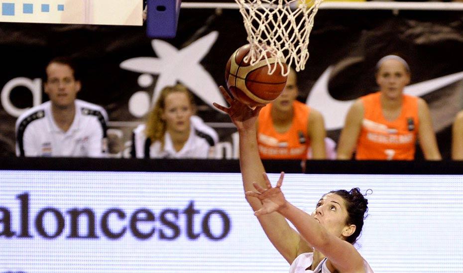 La jugadora de baloncesto Beatriz Sánchez, entre los premiados. (Foto EFE)