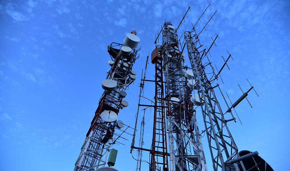 Antenas en un repetidor de Televisión Digital Terrestre (TDT).