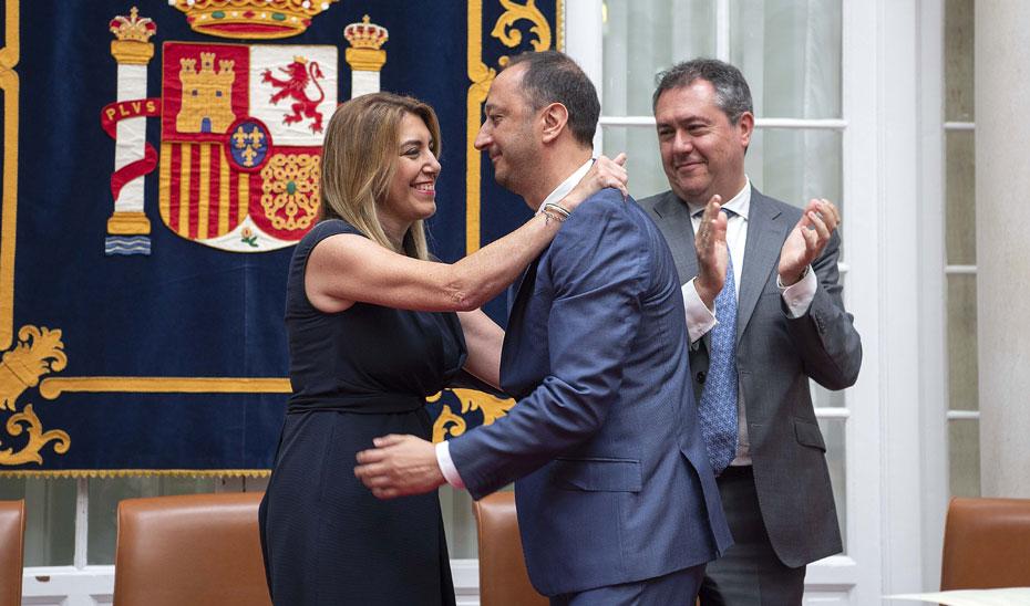 Susana Díaz saluda Alfonso Rodríguez Gómez de Celis, tras su toma de posesión como delegado del Gobierno en Andalucía.