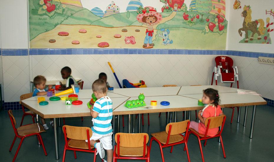 Un aula de una escuela con niños menores de tres años.