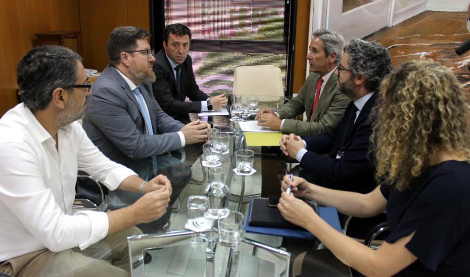 Reunión del consejero de Agricultura, Pesca y Desarrollo Rural, Rodrigo Sánchez Haro, con representantes de Asemesa.