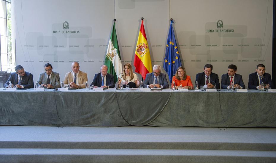 La presidenta de la Junta, en la firma del PFEA entre el Gobierno andaluz y las diputaciones provinciales.