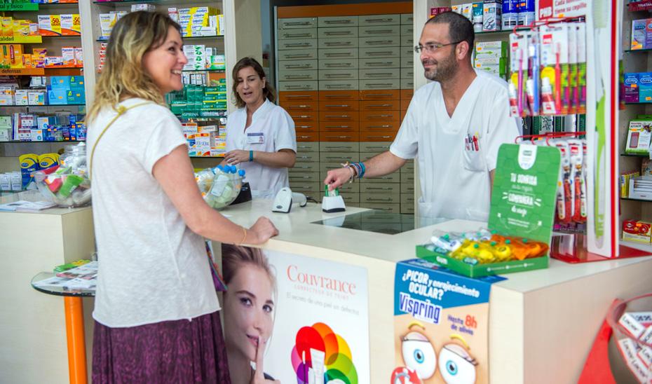 Retirada de medicamentos mediante receta electrónica en una farmacia andaluza.