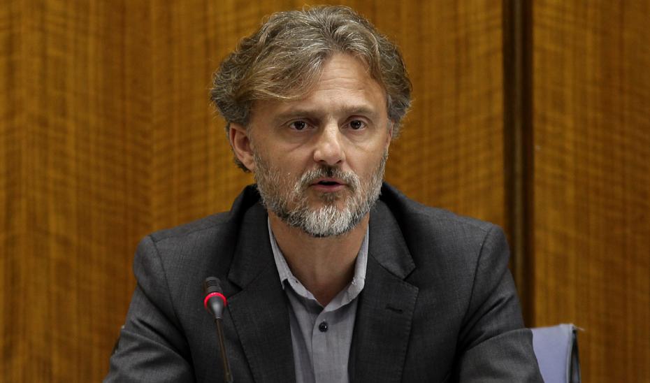 José Fiscal durante su comparecencia en el Parlamento.