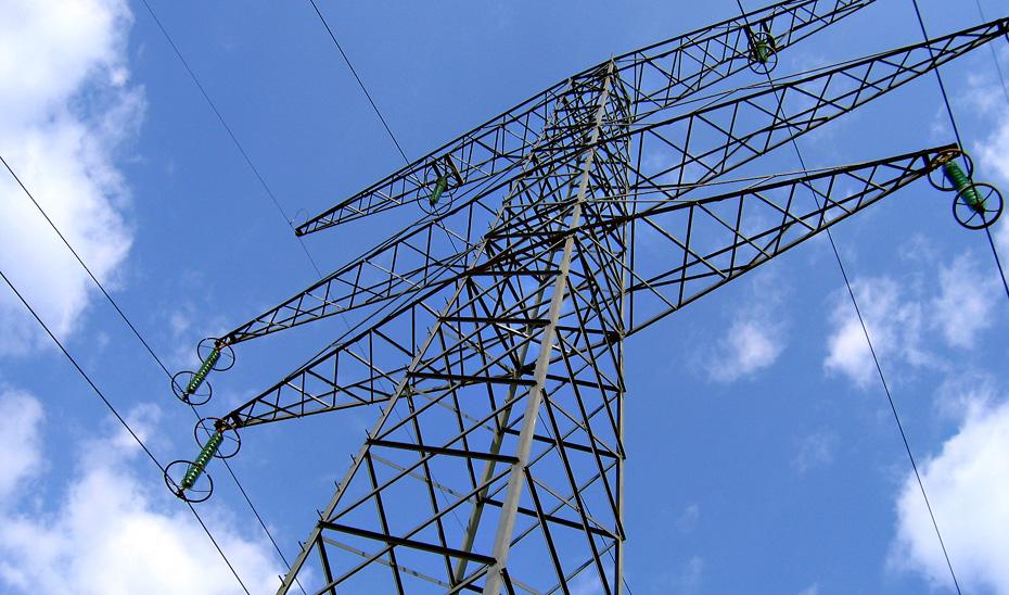 El desarrollo del eje de alta tensión Caparacena-Baza-La Ribina incrementará la seguridad del suministro en Andalucía Oriental evitando fallos en la red.