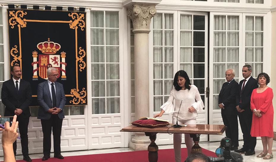Instantánea de la toma de posesión de Inmaculada López Calahorro.