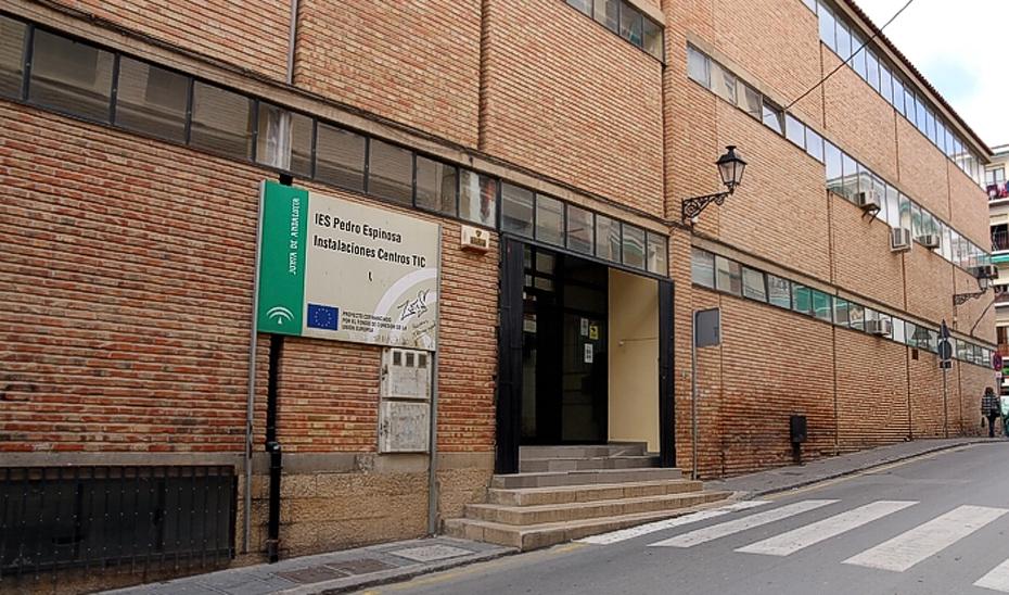 En el IES Pedro Espinosa de Antequera, se sustituirán los bajantes y los depósitos de fibrocemento.