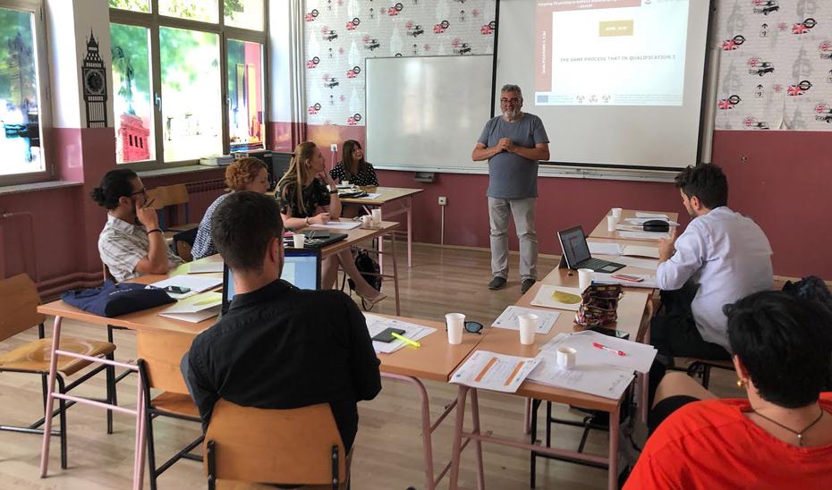 El centro contará con una primera oferta de enseñanzas de inglés y francés desarrolladas en el nivel básico y el nivel intermedio.