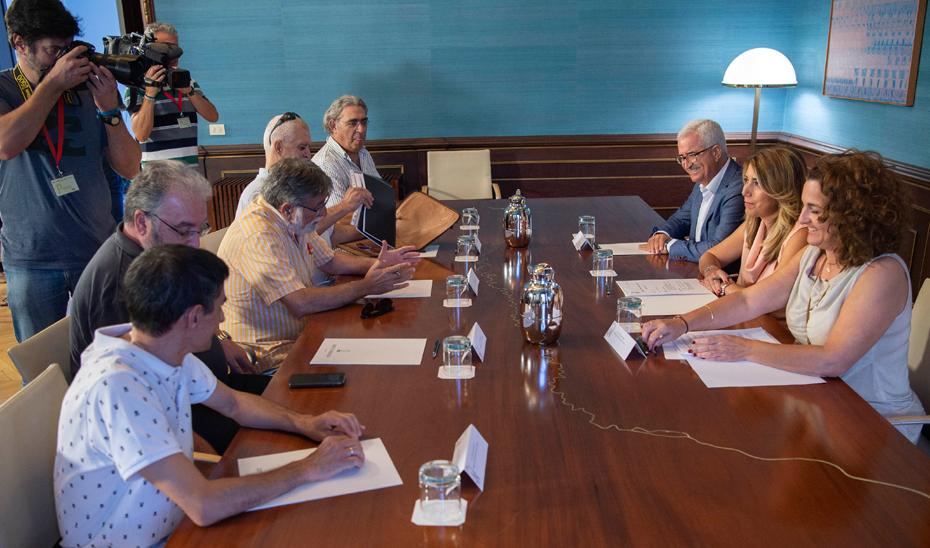 La presidenta ha valorado que las instalaciones de Navantia en la Bahía de Cádiz son \u0027competitivas\u0027.
