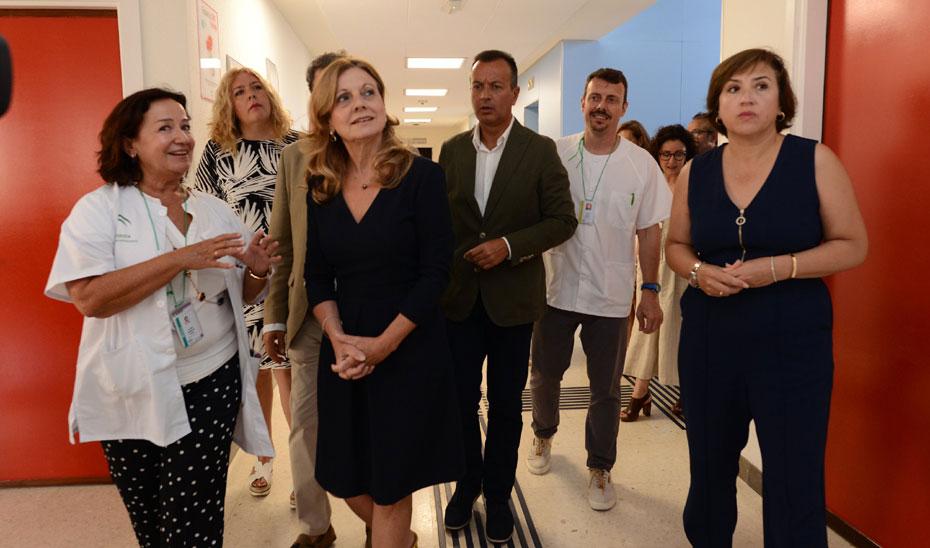 La consejera de Salud, Marina Álvarez, durante su visita al centro de salud Motril Centro, en Granada.