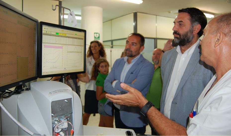 El consejero de Turismo y Deporte, Francisco Javier Fernández, durante su visita a las instalaciones del Centro Andaluz de Medicina del Deporte (CAMD).