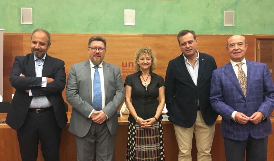 El consejero de Agricultura, Pesca y Desarrollo Rural, Rodrigo Sánchez Haro, antes de su intervención en la conferencia inaugural del curso \u0027Valorización de los subproductos del olivar. Una estrategia de mejora competitiva\u0027 celebrado en Baeza (Jaén).