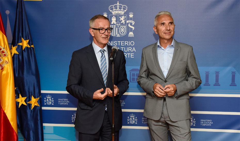 El consejero de Cultura, Miguel Ángel Vázquez, y el ministro de Cultura y Deporte, José Guirao.
