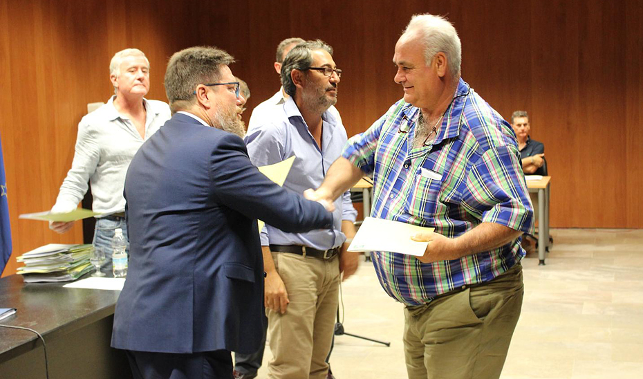 Sánchez Haro ha hecho entrega de las resoluciones de ayudas a 412 proyectos de agricultores y ganaderos sevillanos.