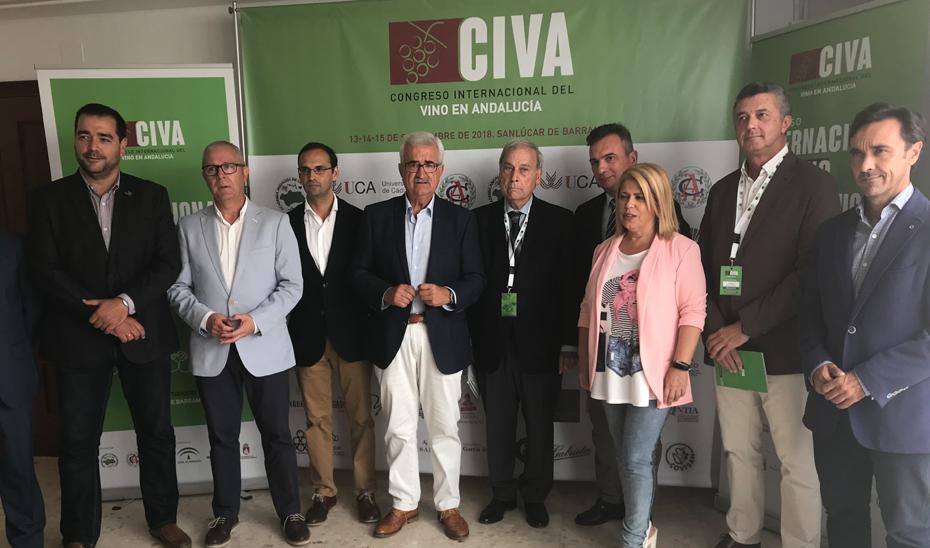 Manuel Jiménez Barrios ha destacado en Sanlúcar de Barrameda (Cádiz) el compromiso de la Junta con el sector vitivinícola para hacer frente a sus retos futuros.