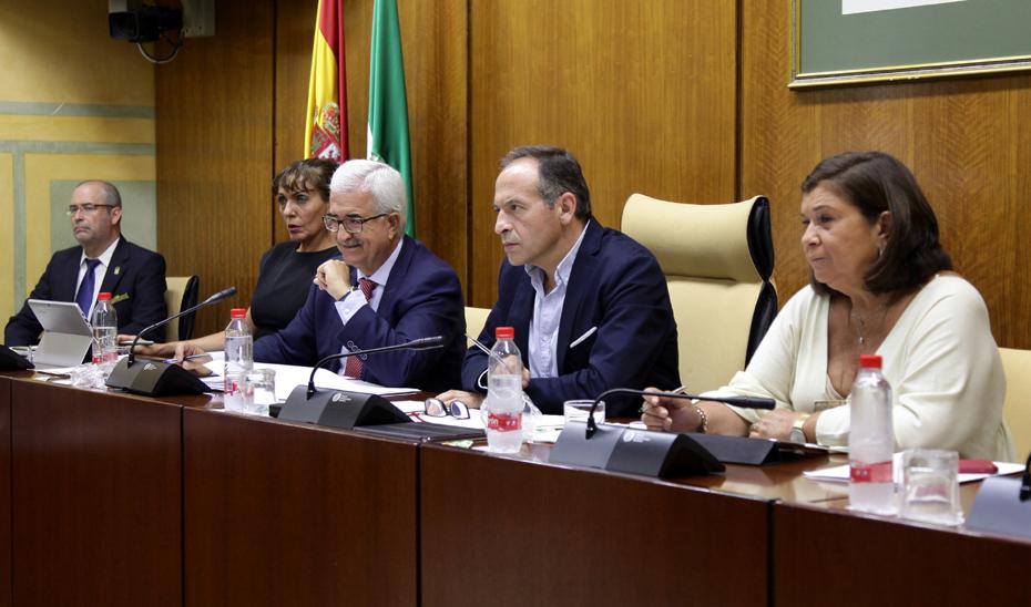 La Junta llevará la financiación, la fiscalidad y la inmigración a la Conferencia de Presidentes