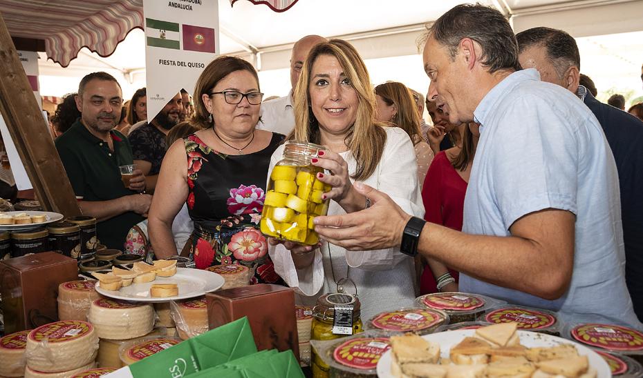 Susana Díaz visita la XV Fiesta del Queso Villa de Zuheros