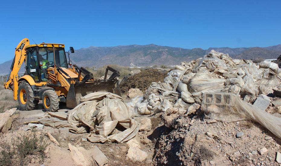 Seis millones para retirar plásticos de invernaderos abandonados