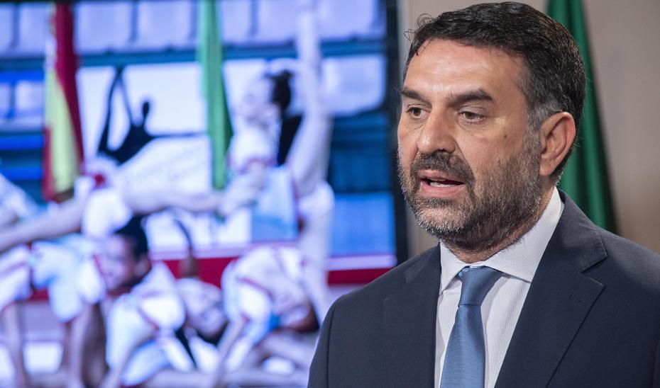 Fernández expone el el Plan Director de Instalaciones y Equipamientos Deportivos para los próximos diez años